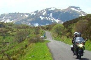 balade en moto aux Monts du Cantal en Auvergne
