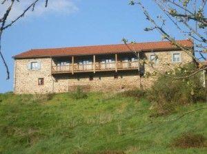La grange rénovée avec nos chambres d'hôtes familiales avec balcon