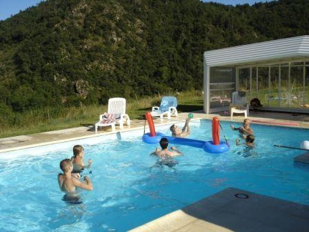 Jeux dans la piscine privée de la chambres d'hôtes de Margaridou