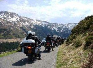 Découvrez les monts de Cantal en moto