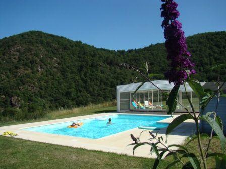 Piscine privée de la maison d'hôtes en pleine nature en Auvergne