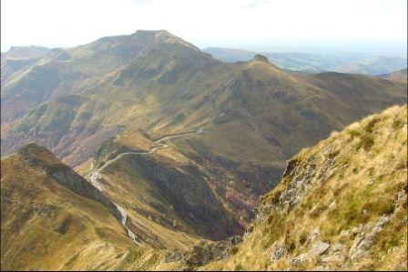 Pas de Peyrol - Puy Mary - Monts du Cantal en Auvergne en moto