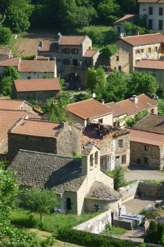 Vue sur l'église romane de Bousselargues