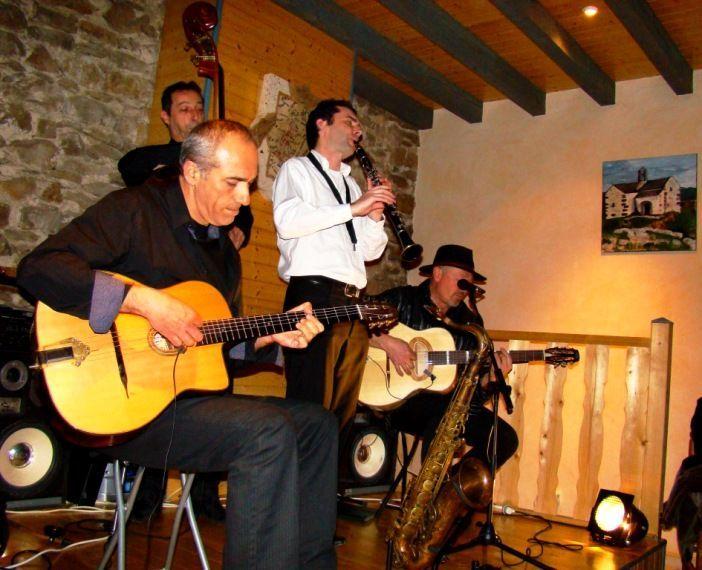 Les Tri potes Swing en concert de jazz manouche aux chambres d'hôtes de Margaridou à Blesle
