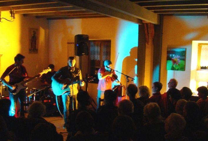 Yvan Marc en concert pour ses 10 ans de chansons aux chambres d'hôtes de Margaridou