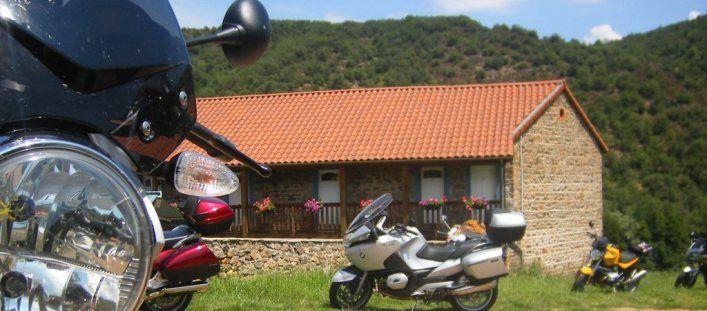 Gîtes et Chambres d'hôtes en Auvergne pour motards et motos
