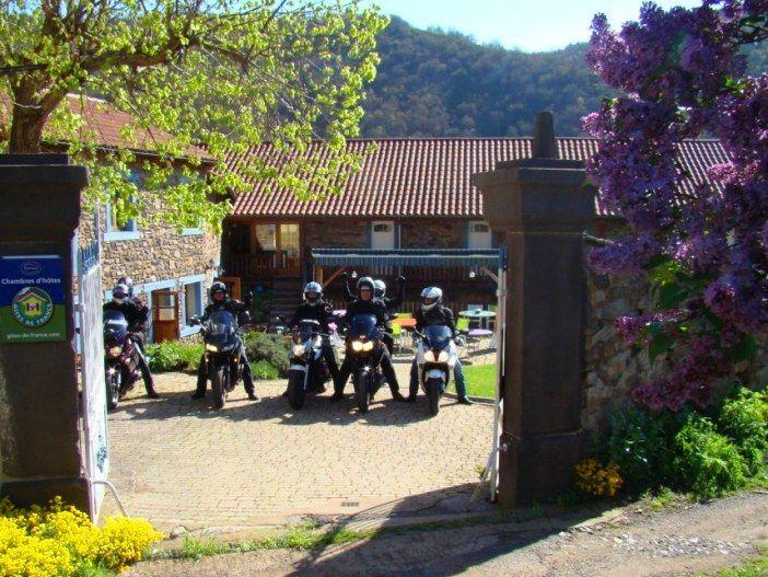 Départ en moto des chambres d'hôtes pour visite de l'Auvergne