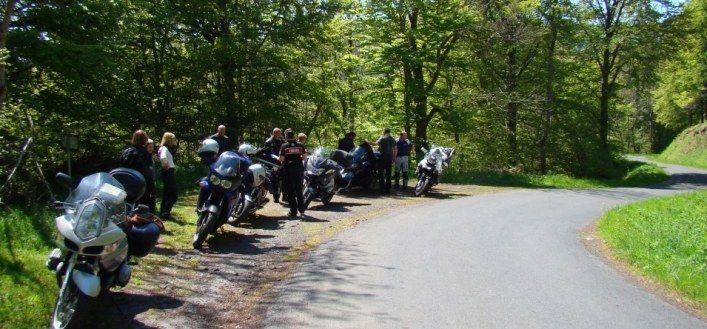 motos et motards pour une balade à la découverte de l' Auvergne