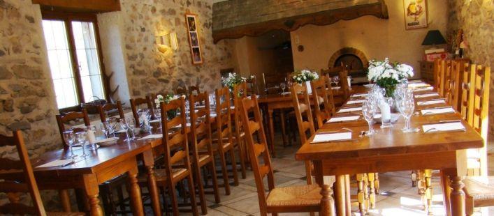 Salle à manger du gîte à Blesle en Auvergne