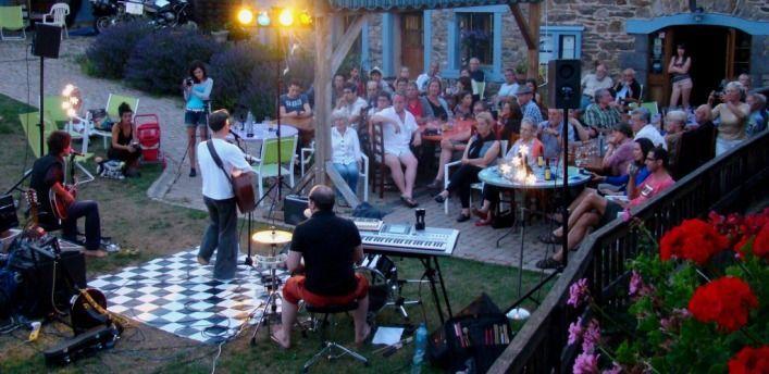 Concert de Kandid à l'Auberge de Margaridou à Blesle en Auvergne
