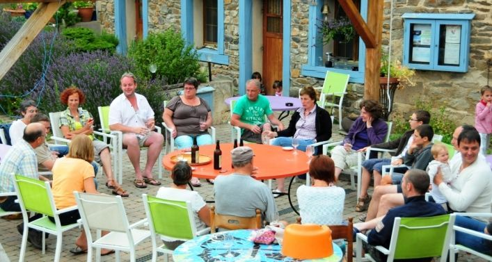 réunion de famille en gite rural de groupe à Blesle en Auvergne