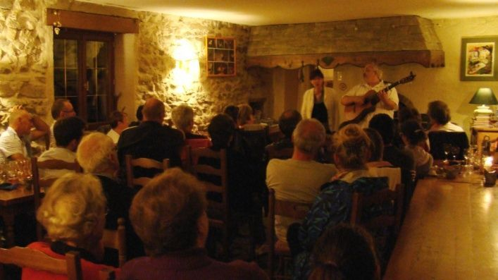 le duo Adage en concert à l'auberge de Margaridou