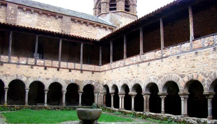 Lavaudieu : le seul cloître roman entièrement conservé de l'Auvergne