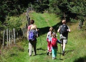 Randonnée pédestre en famille sur les volcans du Cantal