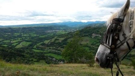 Balade en cheval et poneys en Auvergne : la vallées des joyaux